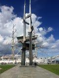Gdynia Polonia: Pilastro del sud con il monumento delle vele Fotografia Stock Libera da Diritti