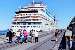 Gdynia, Polska, 2012 07 22: turyści na oddawanie plecy od Zdjęcie Stock