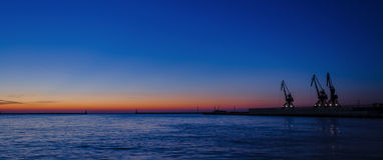 GDYNIA - SUNRISES ΚΑΙ SUNSETS ΠΈΡΑ ΑΠΌ ΤΗΝ ΠΑΡΑΛΊΑ Στοκ φωτογραφία με δικαίωμα ελεύθερης χρήσης