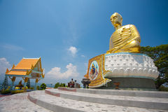 Geëerbiedigdes Gouden Boedha in Thailand Stock Foto