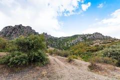 Geërodeerde rotsen in de Vallei van Spoken in de Krim Stock Afbeeldingen