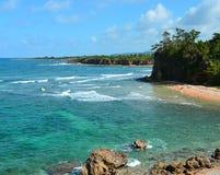 Geërodeerdem tropische kustlijn Stock Afbeelding