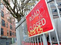 Geëtiketteerde Verkeersteken Backstreet Manchester stock fotografie