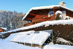 Geëvacueerde buis zonne thermische panelen omvat met sneeuw Royalty-vrije Stock Afbeelding