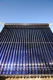 Geëvacueerde buizen zonnecollector Royalty-vrije Stock Afbeeldingen