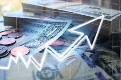 Geïnvesteerde Geld Groeiende Hoogte - kwaliteit stock afbeeldingen