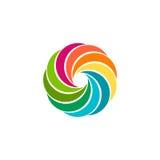 Geïsoleerd abstract kleurrijk cirkelzonembleem Ronde vormregenboog logotype Werveling, tornado en orkaanpictogram Spining Stock Foto