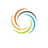 Geïsoleerd abstract kleurrijk cirkelzonembleem Ronde vormregenboog logotype Werveling, tornado en orkaanpictogram Spining Stock Foto's