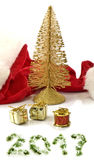 Geïsoleerd beeld van rode de hoed en Kerstmisdecoratie van Santa Claus Royalty-vrije Stock Foto