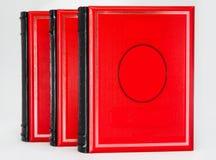 Geïsoleerd drie volumes rode boeken Royalty-vrije Stock Foto's