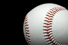 Geïsoleerd honkbal op een zwarte achtergrond Royalty-vrije Stock Foto's