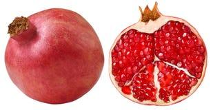 Geïsoleerd op wit rood granaatappelfruit Het gehele granaatappelfruit en cutted half met rode zaden Gezond voedselconcept Voedsel royalty-vrije stock afbeeldingen