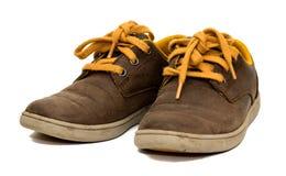 Geïsoleerd paar oude bruine gekleurde schoenen Royalty-vrije Stock Fotografie