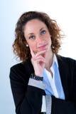 Geïsoleerd portret van een mooie jonge uitvoerende vrouw Stock Foto