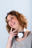 Geïsoleerd portret van een vrolijke en gelukkige jonge vrouw Stock Foto