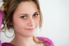Geïsoleerd portret van vrolijke jonge tiener Royalty-vrije Stock Foto