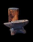 Geïsoleerd smidsaambeeld en houten dek Royalty-vrije Stock Foto