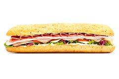 Geïsoleerd sub van de saladebaguette van het vers vleesfeest royalty-vrije stock foto