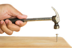 Geïsoleerd van de hamer van de handholding Stock Foto's