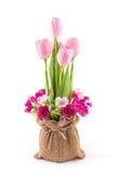 Geïsoleerd van valse bloem met rode tulpen op wit stock afbeelding