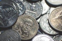 Geïsoleerde Amerikaanse muntstukkenachtergrond stock afbeeldingen