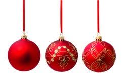 Geïsoleerde bal van Hungings de rode Kerstmis Royalty-vrije Stock Foto
