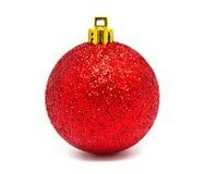 Geïsoleerde bal van Perfec de rode Kerstmis Stock Foto's