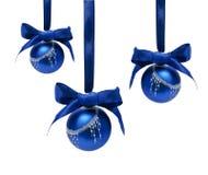 Geïsoleerde ballen van Hungings de blauwe Kerstmis Royalty-vrije Stock Foto's