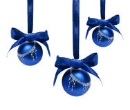 Geïsoleerde ballen van Hungings de blauwe Kerstmis Stock Afbeeldingen