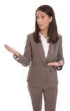 Geïsoleerde bedrijfsvrouw die nieuw product met handen voorstellen Stock Afbeeldingen