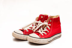 Geïsoleerde canvas rode tennisschoenen Royalty-vrije Stock Afbeelding