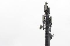 Geïsoleerde cellphones netwerkantenne stock foto