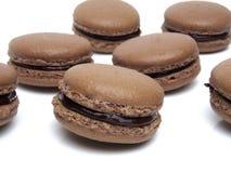 Geïsoleerde chocolade macarons Stock Foto's