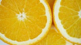 Geïsoleerde close-up van het citrusvruchten de oranje fruit stock video