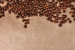 Geïsoleerde de textuur van koffiebonen royalty-vrije stock foto