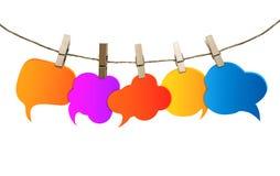 Geïsoleerde gekleurde toespraakbellen Sociaal netwerk roddel Geratel het spreken en mededeling informatie Groep lege ballons stock illustratie