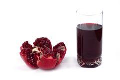Geïsoleerde granaatappelfruit en sap Royalty-vrije Stock Afbeelding