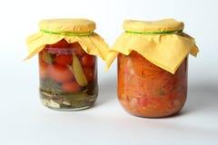 Geïsoleerde groenten in het zuur op witte achtergrond Royalty-vrije Stock Foto's