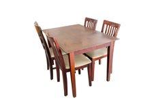 Geïsoleerde houten lijst en stoel Stock Fotografie