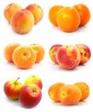 Geïsoleerde inzameling van rijp fruit stock fotografie