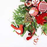 Geïsoleerde Kerstmis de decoratie, de witte achtergrond voor de wijnoogst van de prentbriefkaargift, copyspace voor tekst, vormen Stock Afbeeldingen