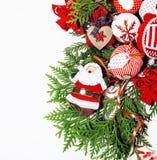 Geïsoleerde Kerstmis de decoratie, de witte achtergrond voor de wijnoogst van de prentbriefkaargift, copyspace voor tekst, vormen Stock Foto's