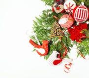 Geïsoleerde Kerstmis de decoratie, de witte achtergrond voor de wijnoogst van de prentbriefkaargift, copyspace voor tekst, vormen Stock Foto