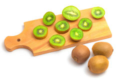Geïsoleerde kiwivruchten op cutboard Royalty-vrije Stock Foto's