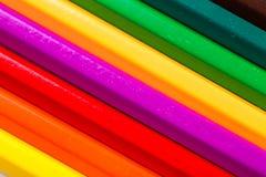 Geïsoleerde kleurenpotloden Stock Afbeeldingen