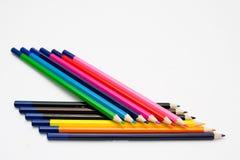 Geïsoleerde kleurpotloodregeling stock afbeeldingen