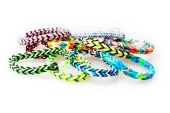Geïsoleerde kleurrijke rubberarmbanden Stock Fotografie
