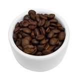 Geïsoleerde Koffiebonen in een Kleine Witte Kom Stock Foto