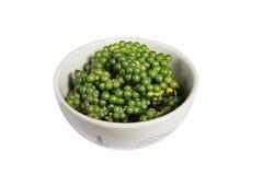 Geïsoleerde kom verse groene paprika Stock Afbeelding