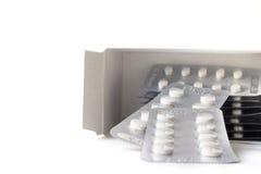 Geïsoleerde medische pillendoos op witte achtergrond Stock Foto's